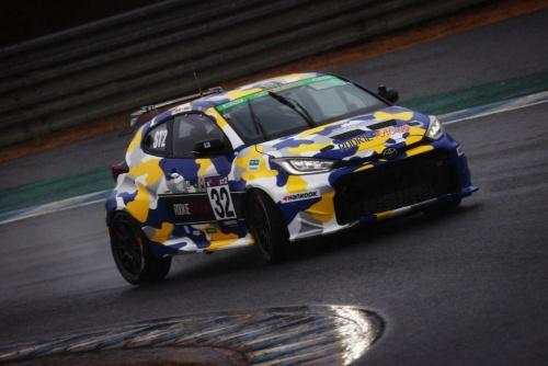 「スーパー耐久シリーズ」に参戦する32号車「ORC ROOKIE Racing GR YARIS」。トヨタ自動車の豊田章男社長も「MORIZO」名義でドライバー登録している