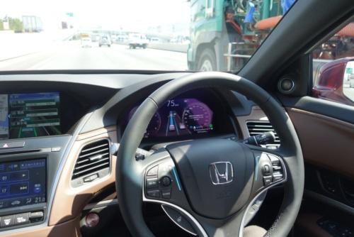 図3 ハンズオフ機能付車線内運転支援機能が有効になった状態