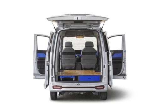 図3 床面を完全にフラットにして荷物の出し入れの負担を減らす