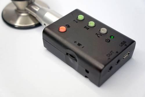 デジタル聴診デバイス「ネクステート」は既存の聴診器と組み合わせて使う