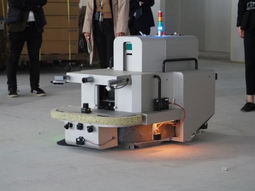 鹿島とPFNが共同開発した建築現場用清掃ロボット