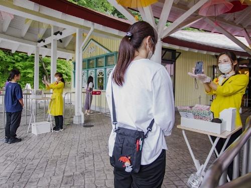 「ムーミンバレーパーク」で実施している顔認証による入場の様子