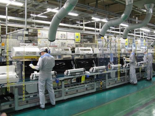 滋賀製作所の家庭用エアコンの生産ライン