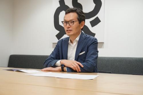 野村総合研究所の専務執行役員DX担当でNRIデジタルの取締役会長兼CEO(最高経営責任者)の増谷洋氏