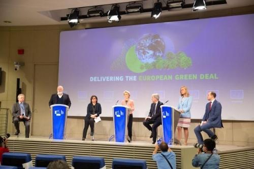 CO<sub>2</sub>を大幅に削減するための包括案を発表する欧州委員会
