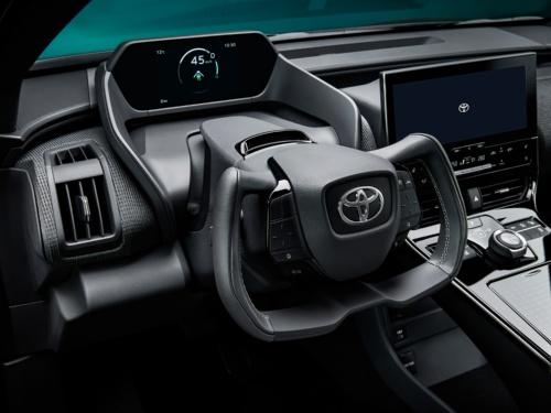 図2 トヨタが22年半ばまでに発売予定のEV「bZ4X」