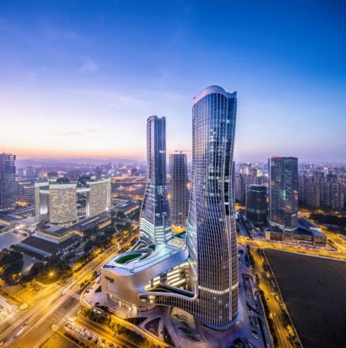 銭江ニュータウンという、急速に開発が進む中心業務地区に建てられたラッフルズ・シティ・杭州。2017年竣工。同年に香港の構造エンジニア協会より「Structural Excellence Award2017」を授与された(資料:© Capitaland)
