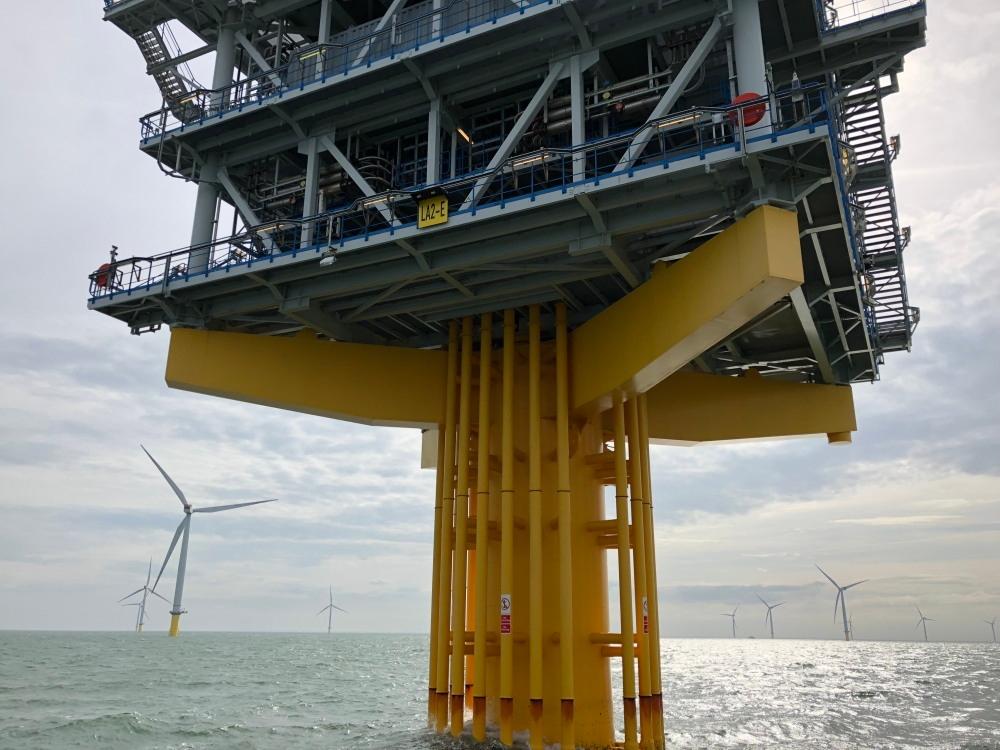 タービンが巨大化し、遠洋、かつ海深も深くなり、変電所にも変化が求められる(写真:©Shuterstock/Arup)