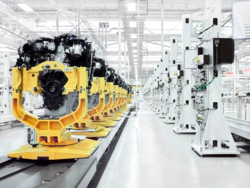 サスティナブルな工場を意識した、JLRのエンジン工場。英国の環境性能評価制度であるBREEAMで、「エクセレント」認証を受けている(写真:© Jaguar Land Rover)
