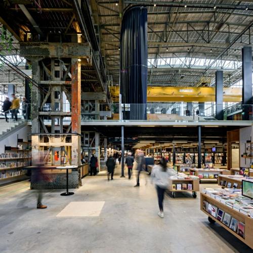 LocHal内部。既存建物の古い構造を生かした設計となっている(写真:© Arjen Veldt Fotografie)