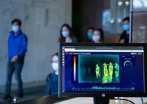 アラップが開発したAIを用いたビル管理システムNeuron。写真は、同システムを用いた入退館システムのイメージ(写真:Arup)