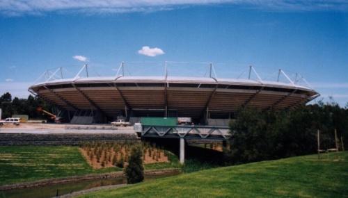 竣工当時のケン・ローズウォール・アリーナ。2000年に撮影。当時の名称はシドニー・インターナショナル・テニス・センター(写真:Arup)