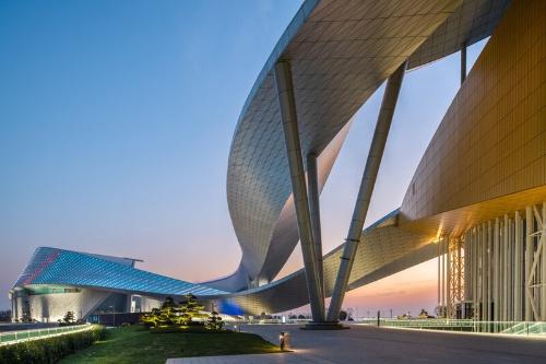 アラップは、設計コンペ時からポルザンパルク氏をサポートし、この特徴的なデザインを実現するために、構造設計とファサードエンジニアリングを担当した(写真:Chen Xudong Architecture Photography)