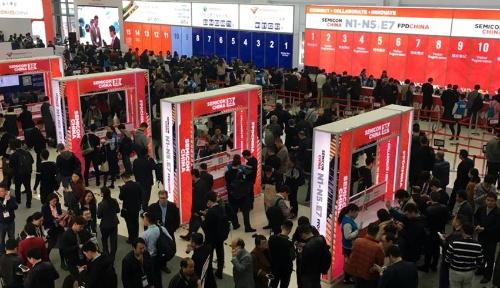 SEMICON China展示会場入り口の賑わい
