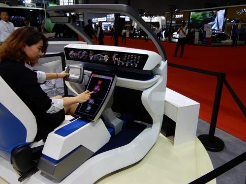 図2 未来の車載ディスプレーのコンセプト展示
