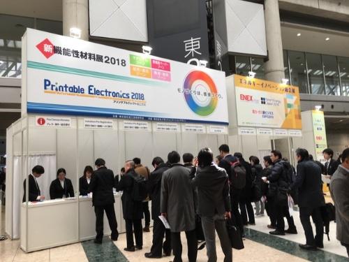 図1 長い行列ができた「Printable Electronics 2018」の受付