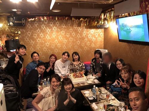 銀座の怪しいバーで。志麻子さんを核とする怪しい人々が集まりました。