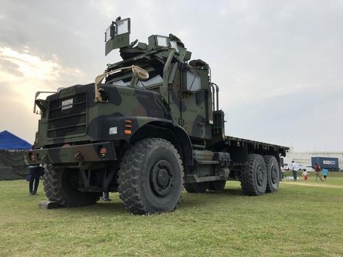 こちらMTVR。消防車や建機なども手がける米オシュコシュ社製の6輪駆動トラックです。