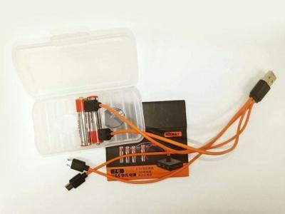 単4形のパッケージにはmicro USB端子が4つあるケーブルが付属。充電池に加えてスマートフォンなどの充電にも利用可能