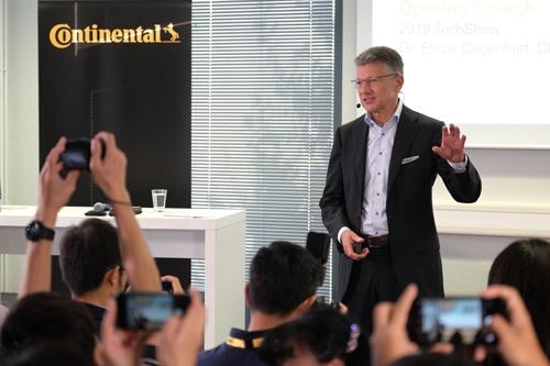イベントの冒頭に基調講演をしたコンチネンタル取締役会会長のエルマー・デゲンハート氏(写真:コンチネンタル)