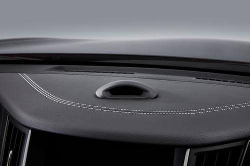 インストルメントパネル上に設置されたドライバーを監視するカメラ(写真:日産自動車)
