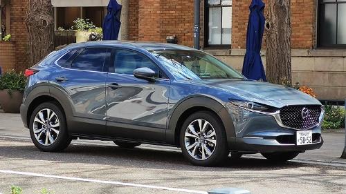 マツダの最新SUV「CX-30」。車体側面の複雑な曲面がデザイン上の特徴。