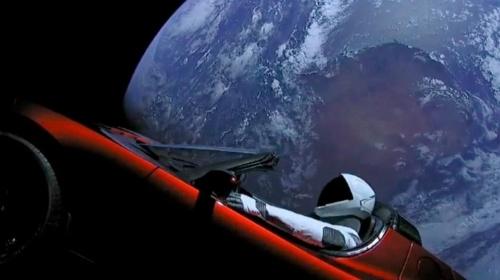 Falcon HeavyとTeslaの初代「ロードスター」