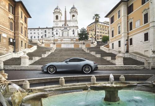 ローマをテーマにしたモデルなので、スペイン広場(背後には山の上の三位一体教会を意味するトリニタ・ディ・モンテ教会)で写真が撮られている