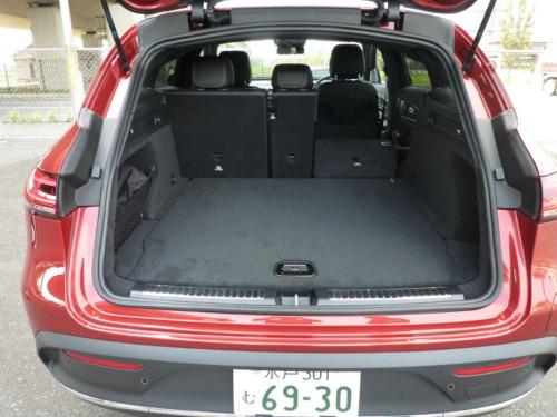 SUVとして十分な広さを持つ荷室