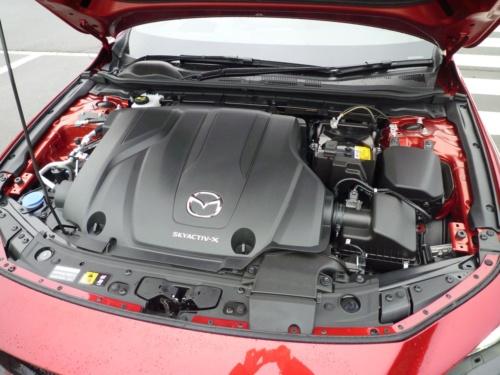 世界初のHCCI適用のSPCCIエンジンは、国内ではプレミアムガソリン仕様となった