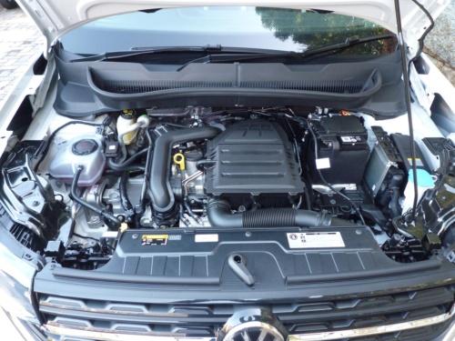 直列3気筒のガソリンターボエンジンの動力性能は十分で、アクセルペダルを深く踏み込むと3気筒らしい振動騒音をやや感じる