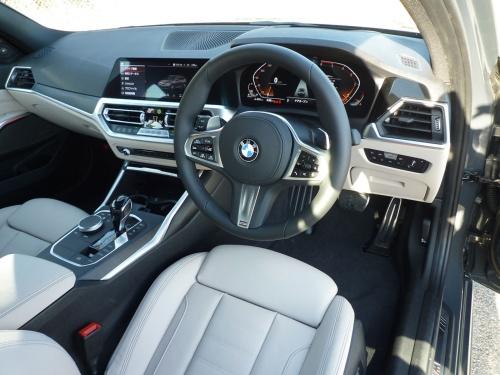 BMWが守り続ける、運転者中心の運転席