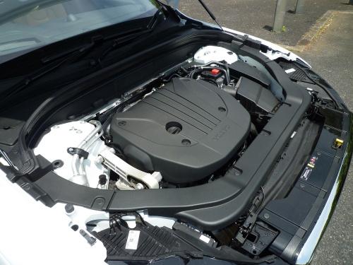 直列4気筒ガソリンエンジンと、ISGMを装備。エンジンは大きく改良され、それが走り味を高めている