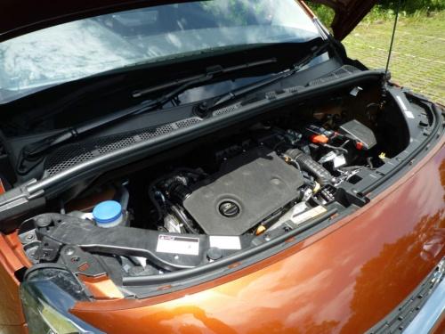 1.5Lのディーゼルターボエンジンは、8速ATとの組み合わせて快適な運転を楽しませた