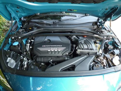 直列4気筒横置きのガソリンターボエンジンは、最高出力が306ps。4輪駆動である