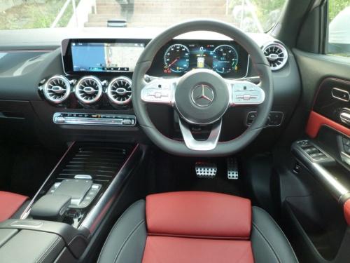 GLAの運転席はAクラスでなじみがあり、操作もしやすい