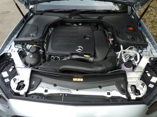 排気量1.5Lのガソリンターボエンジン+BSGは、Eクラスを軽快に走らせた