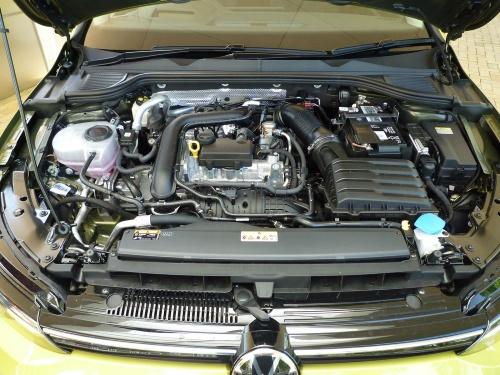 全車で48Vのマイルドハイブリッドシステムを採用する中、排気量1.0L直列3気筒ガソリン直噴ターボエンジンの性能が印象深い