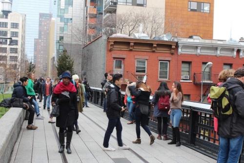 公園として再生したハイラインは人気の観光スポットに