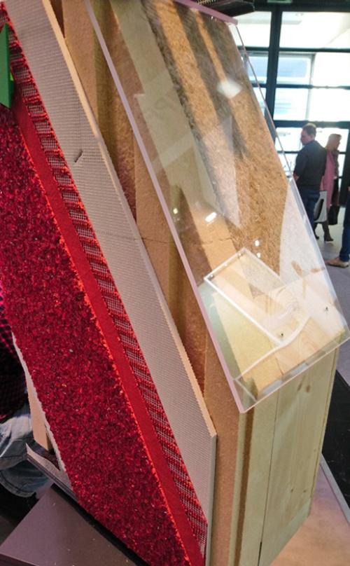スリットの入った付加断熱材を乾式外装材の下地に利用できる製品(写真:永井 宏治)
