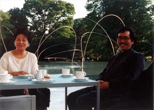 兄の藤江秀一氏と。磯崎新アトリエが設計した群馬県立近代美術館の増築工事(1994年)の頃(写真:安斎 重男)