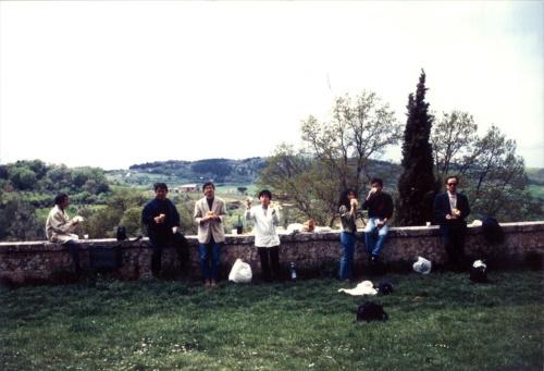 古谷誠章氏らと車2台で回った3回にわたるイタリア旅行での1コマ。モンテプルチアーノでのランチ風景