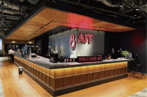 8階にあるカフェスペース「8(AIT)」では、コーヒーメーカーやティーポットが用意してあり無料で飲める。