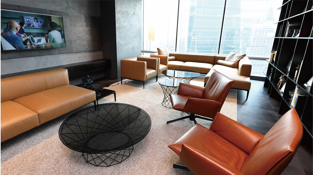 「応接室」は意思決定層の顧客来訪時に使用。テレビ会議設備もある。