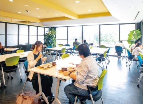 1階の社員食堂「くおり亭」には誰でも入れる。540円の日替わりランチを食べに来る一般の人も多い。