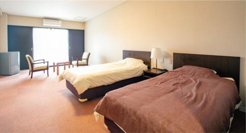 宿泊用に10部屋を用意。Airbnbを通じて予約できる。同社主催のドローン講座参加者も宿泊する。