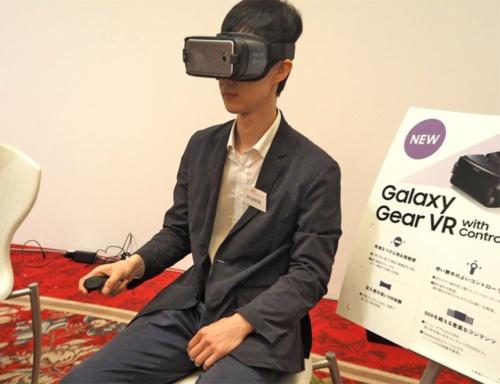 スマートフォンやコンシューマーゲーム機などに広がりHMDの入手や利用がしやすくなったVRだが、多くの人が利用するにまでは広がっていない。写真は2017年5月30日のau新商品・サービス発表会より(筆者撮影)