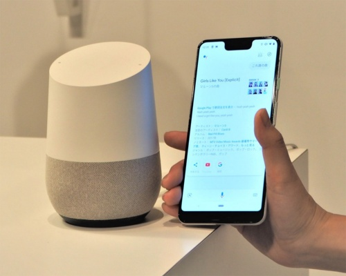 グーグルは日本でも「Google Home」や「Pixel 3」などコンシューマー向け製品に力を入れており、インターネット上だけでなく日常生活でのサービス利用に向けた取り組みを推し進めている。写真は10月10日のグーグル新製品発表会より(筆者撮影)