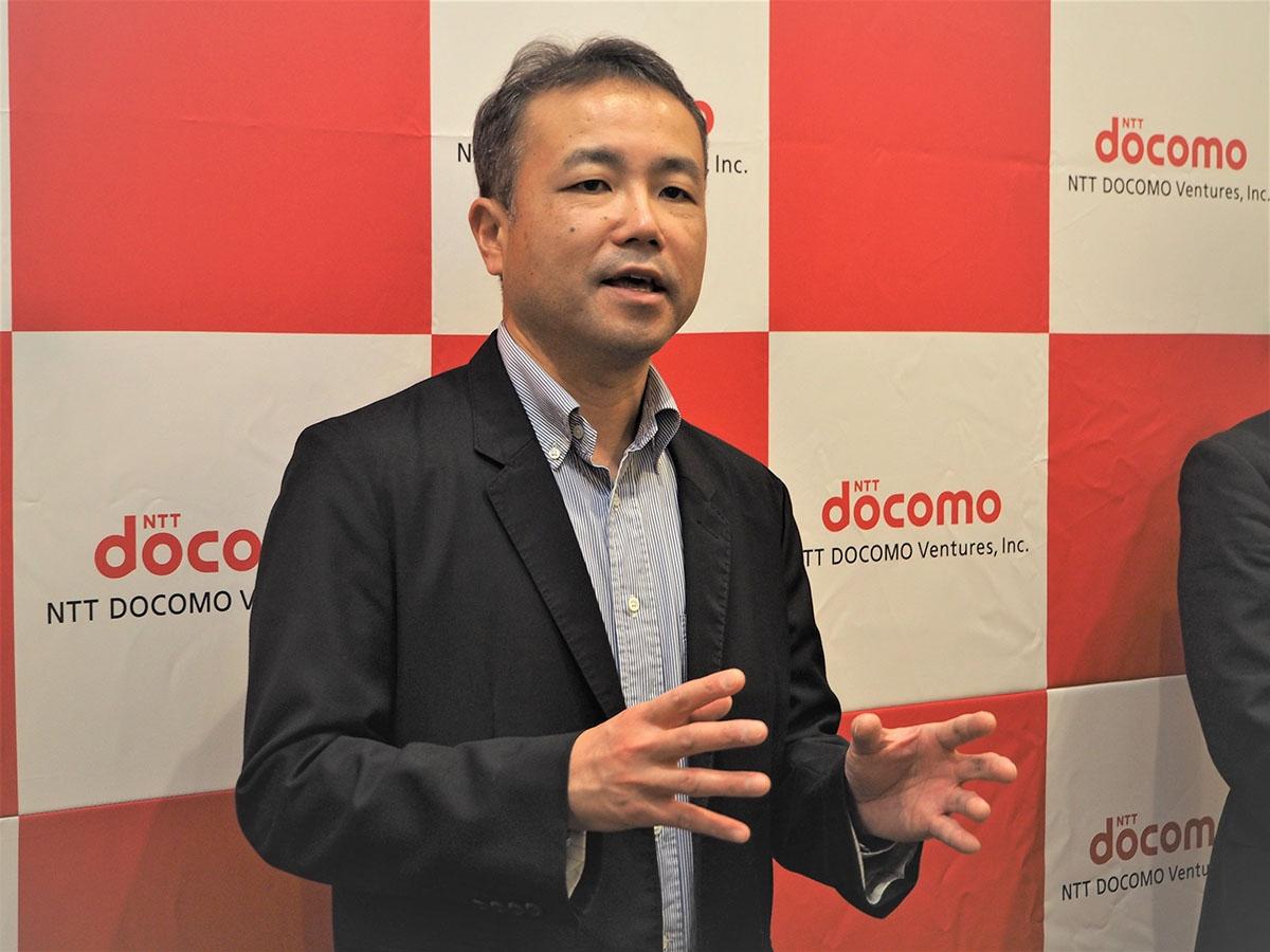 NTTドコモ・ベンチャーズの投資方針について話す代表取締役社長の稲川尚之氏。同社の社長就任後、出資にシナジーだけでなくリターンを求める姿勢も強めているという。写真は2019年2月6日の「NTT DOCOMO VENTURES DAY 2019」より(筆者撮影)