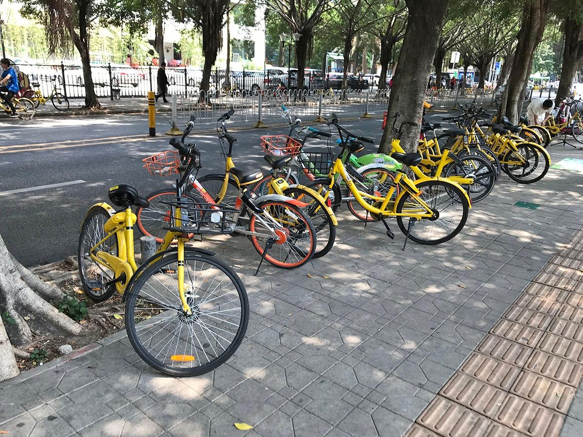 中国では多くのシェアサイクルが利用されているが、モラルの問題から政府が規制を強化し、利便性を高める要因となっていた自転車の乗り捨てが難しくなりつつあるようだ。写真は2018年3月、中国・深圳市にて筆者撮影